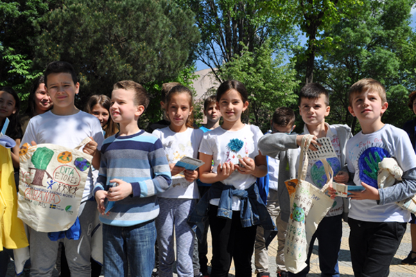 Kids in Tirana giving messages to protect the environment