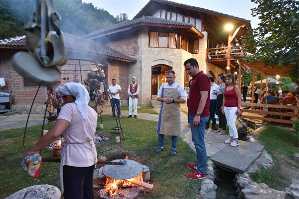 """""""Fergesa Fest"""", il piatto tradizionale della città di Tirana"""