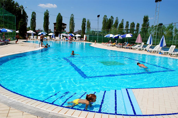 Swimming pools in Tirana