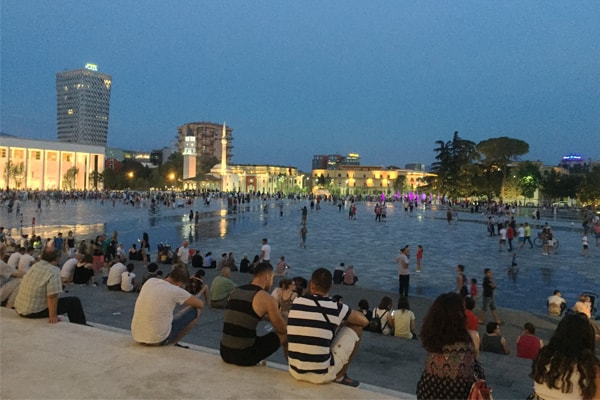 vizito Tiranen ne qershor