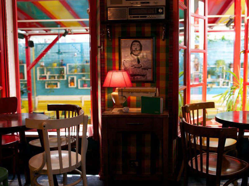 Radio Bar a Tirana
