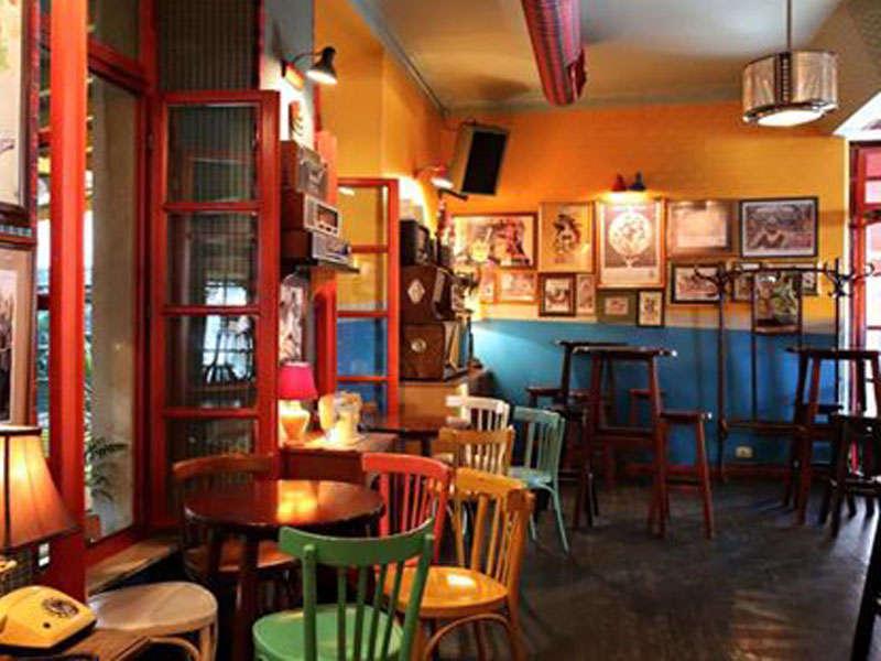 Radio Bar a Tirana Albania