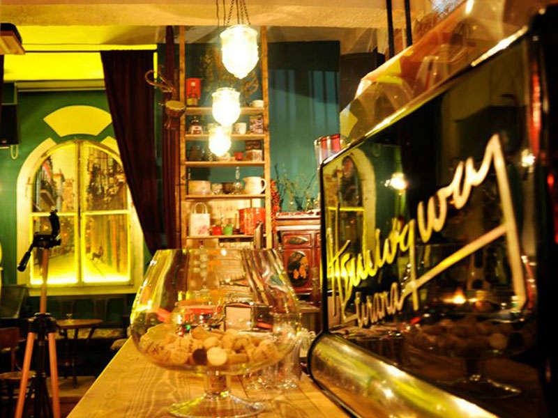 Hemingway Bar in Tirana