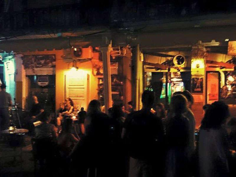 Hemingway Bar Tirane Shqiperi