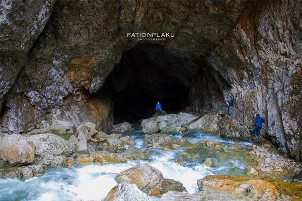 Shpella e Valit Tirane