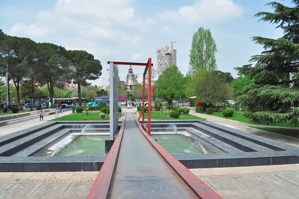 Kembana e paqes Tirane, Monumenti i Kembana e Paqes tirane Shqiperi