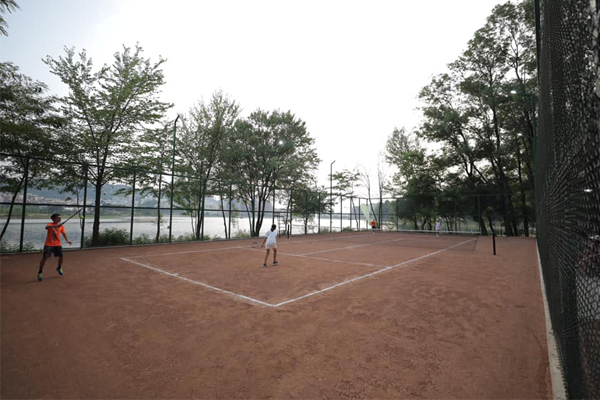 Fusha të reja tenisi ne Tirane
