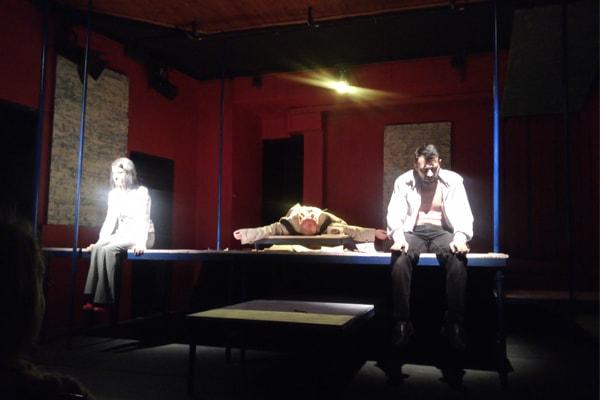 Nje engjell ne katin e 11 shfaqje ne Teatrin Metropol