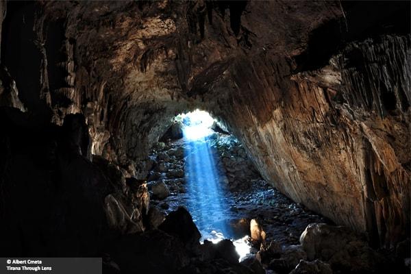 Shpella e mbytjes Tirane
